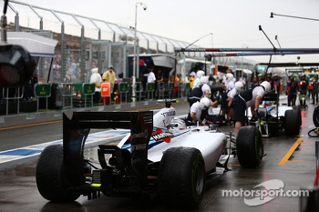 Valtteri Bottas, Williams FW36 awaits to mae his pit stop after Felipe Massa, Williams