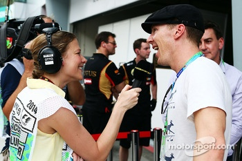(L to R): Jennie Gow, BBC Radio 5 Live Pitlane Reporter with Benedict Cumbernatch, Actor