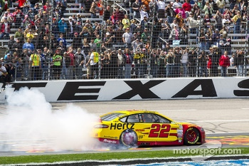 Race winner Joey Logano, Team Penske Ford