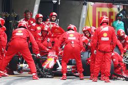 Fernando Alonso, Ferrari F14-T makes a pit stop
