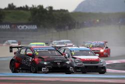 Norbert Michelisz, Honda Civic WTCC, Zengo Motorsport  and Yvan Muller, Citroën C-Elysee WTCC, Citroën Total WTCC