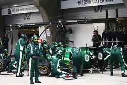 Marcus Ericsson, Caterham CT05 makes a pit stop