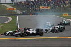 Jenson Button, McLaren MP4-29 and Sergio Perez, Sahara Force India F1 VJM07 at the start of the race