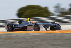 FORMULA-E: Ho-Pin Tung tests the Spark-Renault STR_01E