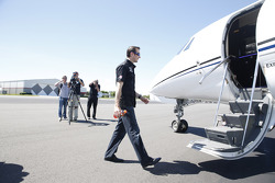 Kurt Busch boards a plane to Indianapolis