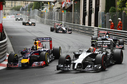 (L to R): Sebastian Vettel, Red Bull Racing RB10 and Kevin Magnussen, McLaren MP4-29 battle for position