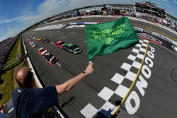 NASCAR-CUP: Start: Denny Hamlin leads