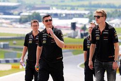 Nico Hulkenberg, Sahara Force India F1 walks the circuit with Bradley Joyce, Sahara Force India F1 Race Engineer and the team
