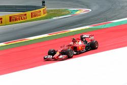 Kimi Raikkonen, Ferrari F14-T runs wide