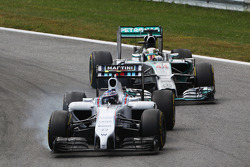 Valtteri Bottas, Williams FW36 locks up under braking leading Lewis Hamilton, Mercedes AMG F1 W05