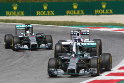 Nico Rosberg, Mercedes AMG F1 W05 leads Valtteri Bottas, Williams FW36 and Lewis Hamilton, Mercedes AMG F1 W05