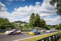 Start: #41 Manthey-Racing Porsche 911 GT3 Cup S: Marco Schelp, Marc Gindorf and #75 Clickvers.de-Team Porsche 997 GT3: Kersten Jodenix, Wolfgang Destrée, Eddy Althoff, Norbert Pauels