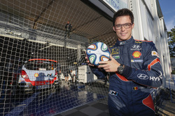 Thierry Neuville plays football