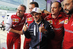 Felipe Massa, Williams celebrates his 200th GP with members of the Ferrari team