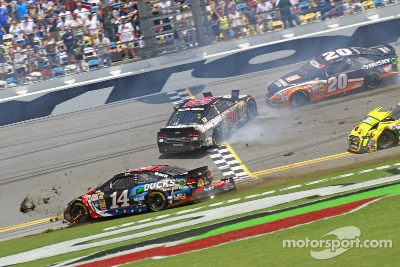 Tony Stewart, Stewart-Haas Racing Chevrolet crashes