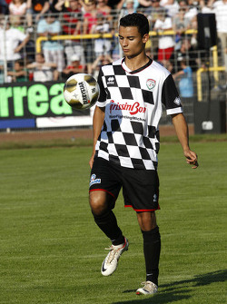 Pascal Wehrlein, Mercedes AMG DTM-Team HWA, drivers vs. all stars, Kick for Kinder charity football match