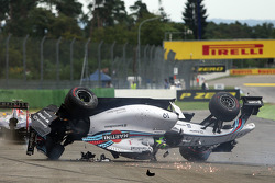 Felipe Massa, Williams FW36 crashes at the start of the race