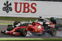Kimi Raikkonen, Ferrari F14-T and Lewis Hamilton, Mercedes AMG F1 W05 battle for position