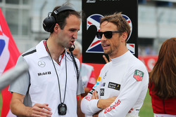 Jenson Button, McLaren with Tom Stallard, McLaren Race Engineer on the grid