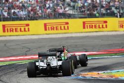 Sergio Perez, Sahara Force India F1 VJM07 leads Nico Rosberg, Mercedes AMG F1 W05