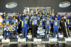 Race winner Chase Elliott
