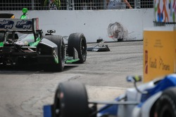 Sébastien Bourdais, KVSH Racing Chevrolet hits some debris