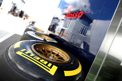 F1: Pirelli tyres