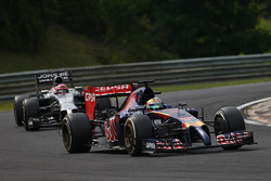 Jean-Eric Vergne, Scuderia Toro Rosso STR9 leads Jenson Button, McLaren MP4-29