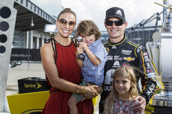 NASCAR-CUP: Race winner Jeff Gordon, Hendrick Motorsports Chevrolet with wife Ingrid Vandebosch