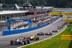 Restart: Antonio Fuoco, Prema Powerteam Dallara F312 Mercedes leads the field