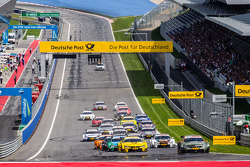 Start: Robert Wickens, HWA DTM Mercedes AMG C-Coupé leads the field