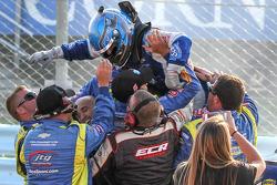 NASCAR-CUP: Race winner A.J. Allmendinger, JTG Daugherty Racing Chevrolet