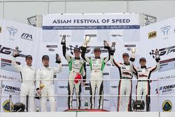 GT Asia Sepang R1 podium: Davide Rizzo, Anthony Liu, Stefan Mucke, Frank Yu, Rob Bell, Hiroshi Hamaguchi