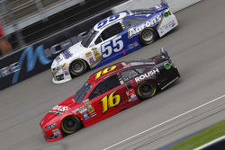 Brian Vickers, Michael Waltrip Racing Toyota and Greg Biffle, Roush Fenway Racing Ford