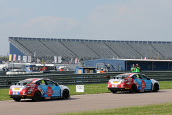 Jason Plato, MG KX Clubcard Fuel Save leads team mate Sam Tordoff