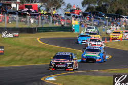 Start: Jamie Whincup and Paul Dumbrell, Red Bull Holden