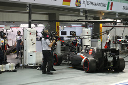 Adrian Sutil, Sauber C33 retires from the race