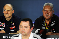 Franz Tost, Scuderia Toro Rosso Team Principal with Eric Boullier, McLaren Racing Director and Dr. Vijay Malya