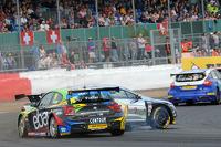 Nick Foster, eBay Motors spins round Warren Scott, Chrome Edition Restart Racing