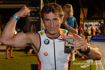 Alex Zanardi competes in Hawaii triathlon