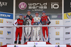 Podium: Nicholas Latifi, Oliver Rowland, William Buller