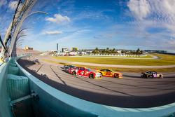 Denny Hamlin, Joe Gibbs Racing Toyota, Joey Logano, Team Penske Ford, Kevin Harvick, Stewart-Haas Racing Chevrolet