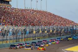 Restart: Joey Logano, Team Penske Ford, Denny Hamlin, Joe Gibbs Racing Toyota and Jeff Gordon, Hendrick Motorsports Chevrolet lead the field