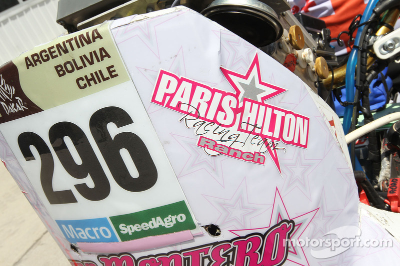 Paris Hilton, Detail