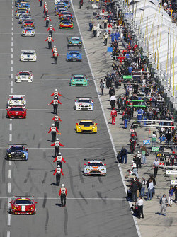 The cars lined up on pit road