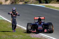 Carlos Sainz Jr., Scuderia Toro Rosso stops on track