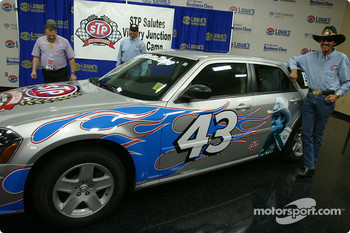 STP Corporation press conference: Kyle and Richard Petty present the new STP car