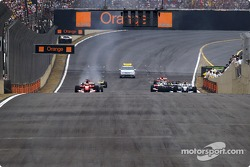 Start: Rubens Barrichello and Juan Pablo Montoya take off