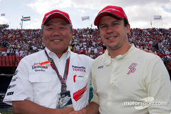 Olivier Panis with Panasonic Executive VP Kazuo Toda on the starting grid