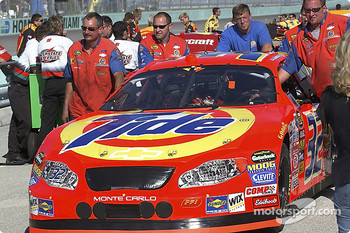 Tide Chevrolet crew push the car to the qualifying line